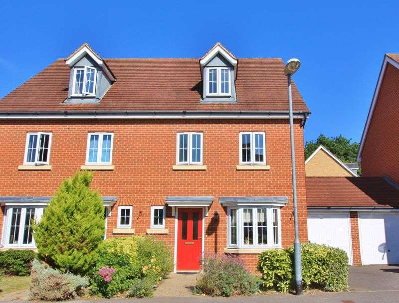 4 Bedrooms Semi Detached House for sale in Alford Close, Sandhurst