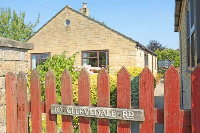 2 Bedrooms Detached Bungalow for sale in Cleevedale Road, Corsham