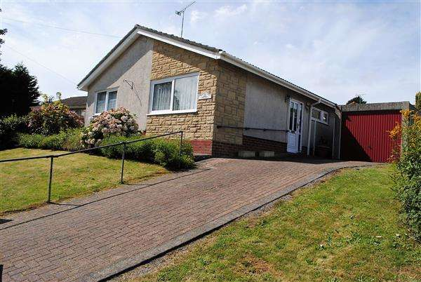 2 Bedrooms Bungalow for sale in Grove Drive, Pembroke