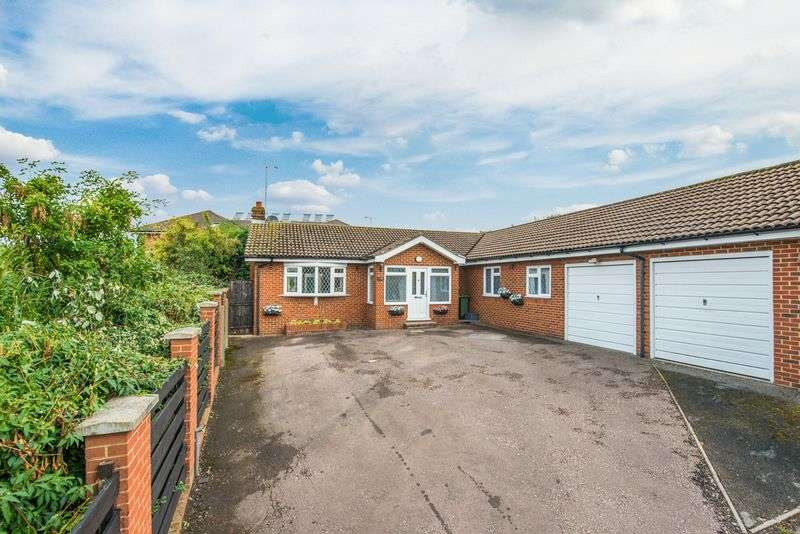 4 Bedrooms Detached Bungalow for sale in Buckingham Road, Bletchley, Milton Keynes