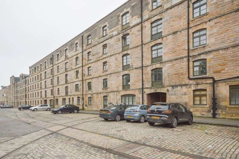 2 Bedrooms Flat for sale in 102/77 Commercial Street, The Shore, Edinburgh, EH6 6LT
