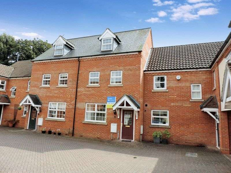 3 Bedrooms Terraced House for sale in Eagle Way, Harrold