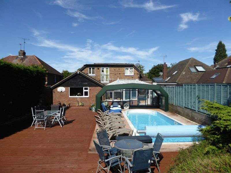 4 Bedrooms Detached House for sale in Tring Road, Dunstable