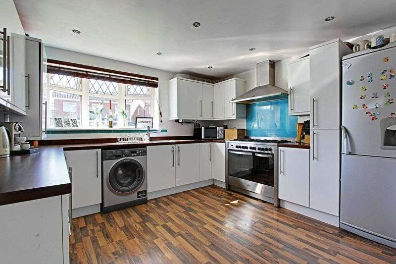 2 Bedrooms Semi Detached House for sale in Plowden Road, Hull