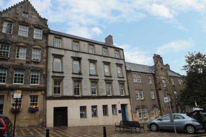 2 Bedrooms Flat for sale in Broad Street, Stirling
