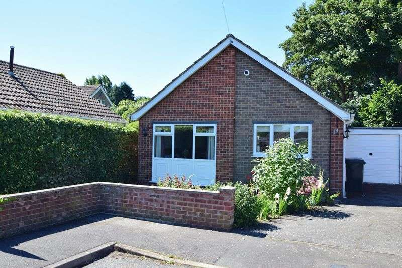 2 Bedrooms Detached Bungalow for sale in Campions Close, Holton Le Clay