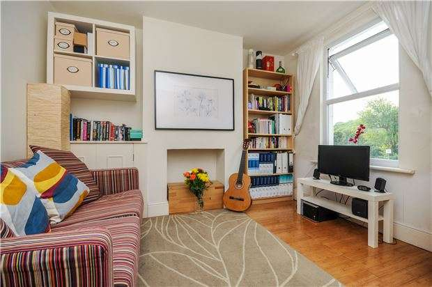 2 Bedrooms Terraced House for sale in Godstone Road, KENLEY, Surrey, CR8 5BL