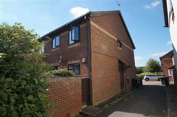 1 Bedroom Maisonette Flat for sale in Hardy Close, Windsor Meadows, Cippenham