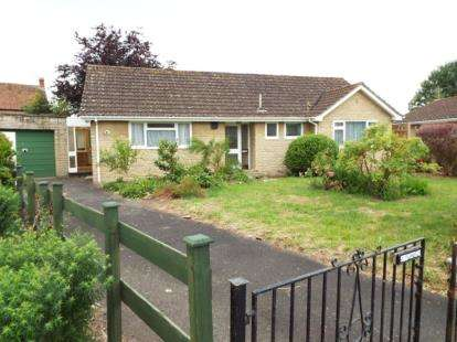 3 Bedrooms Bungalow for sale in Martock, Somerset