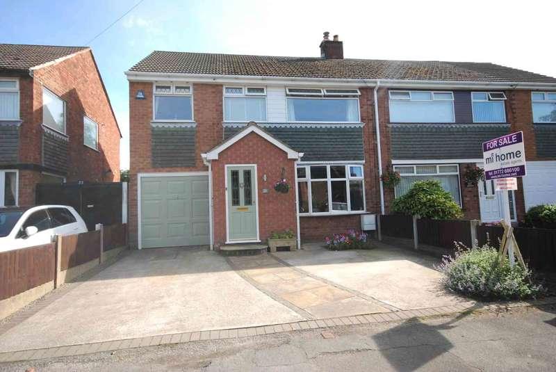 4 Bedrooms Semi Detached House for sale in Oak Lane, Newton