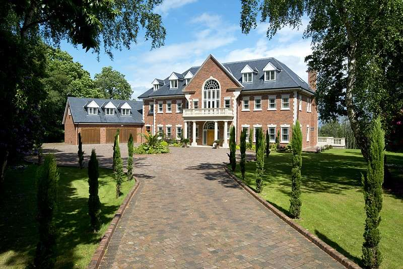 7 Bedrooms Detached House for sale in St George`s Hill
