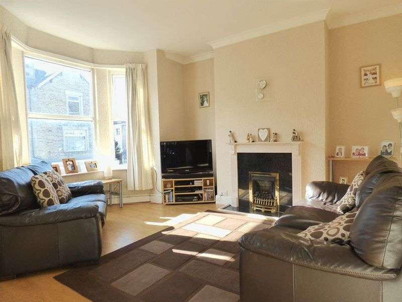 2 Bedrooms Flat for sale in Albert Road, Morecambe