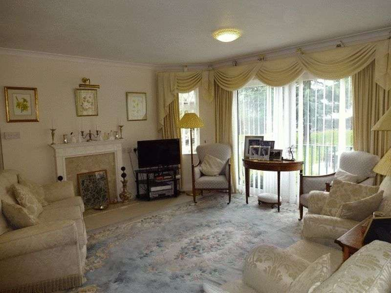 2 Bedrooms Flat for sale in Austcliffe Lane, Cookley DY10 3RT