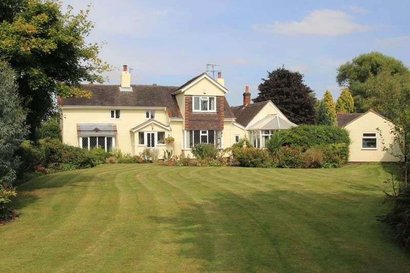4 Bedrooms Detached House for sale in Old Stafford Road, Wolverhampton