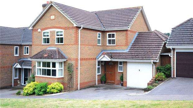 4 Bedrooms Detached House for sale in Glyncastle, Caversham Heights, Reading