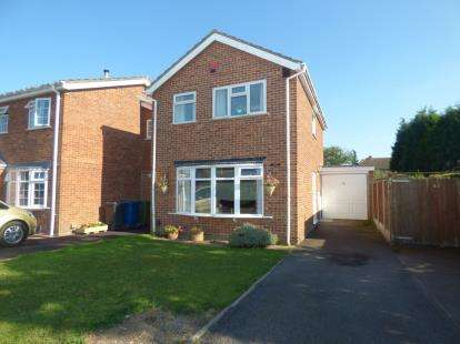 3 Bedrooms Link Detached House for sale in Aitken Close, Tamworth, Staffordshire