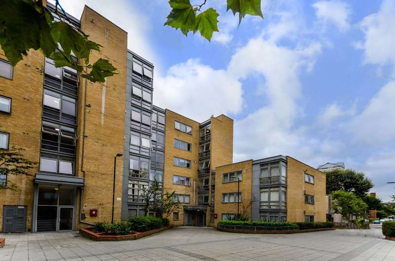 2 Bedrooms Flat for sale in Cassilis Road, Docklands, E14
