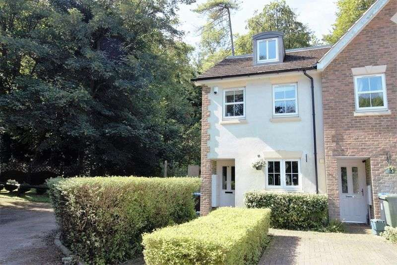 3 Bedrooms House for sale in WOODLANDS PLACE, CATERHAM VALLEY