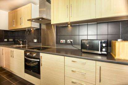 2 Bedrooms Flat for sale in Conrad Court, 2 Needleman Close, London, United Kingdom
