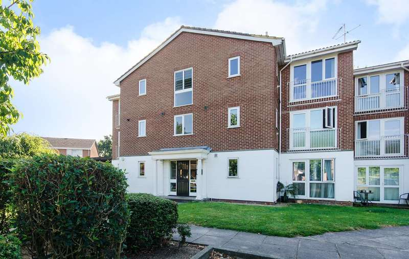 2 Bedrooms Flat for sale in Tayfield Close, Ickenham, UB10