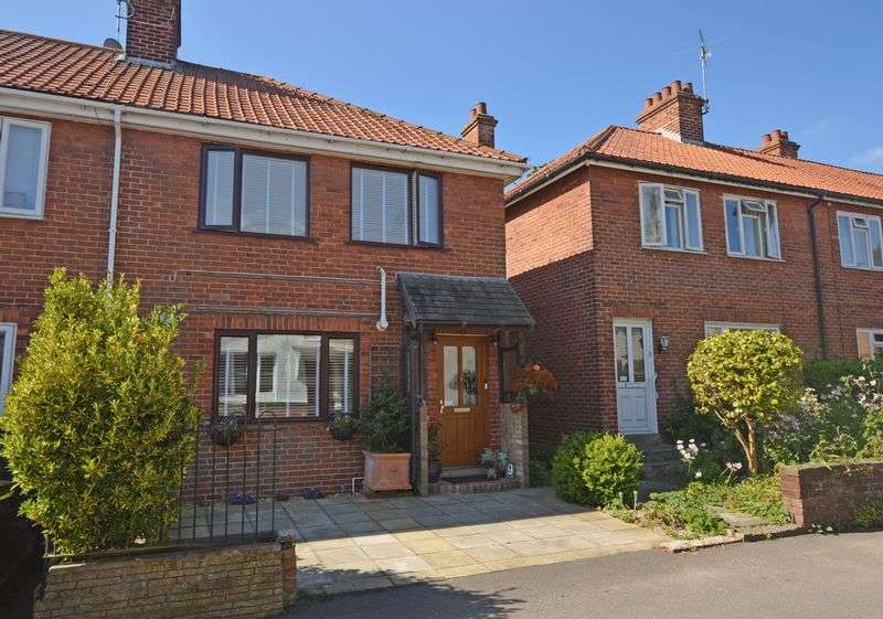 2 Bedrooms Terraced House for sale in Kingsmead, Alton, Hampshire