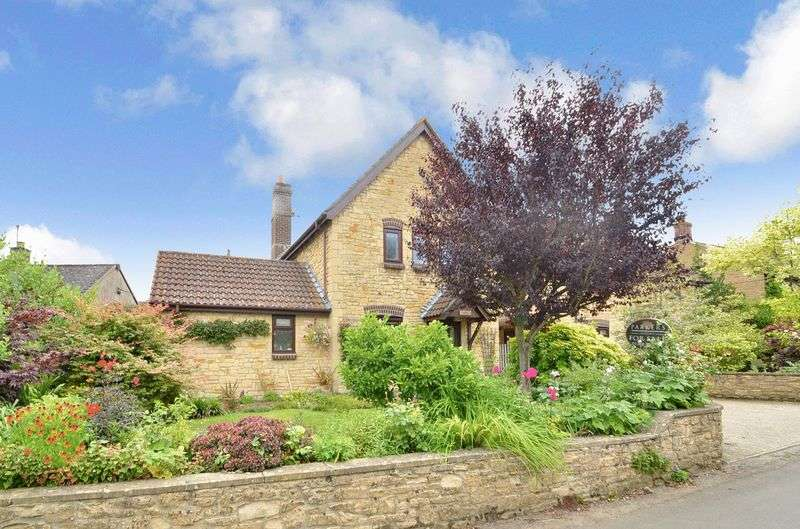 3 Bedrooms Detached House for sale in St. James Road, Bridport