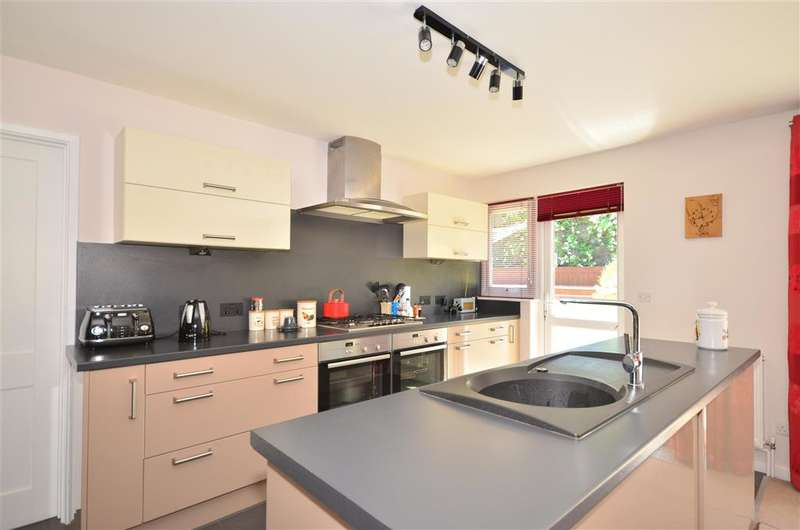 5 Bedrooms Detached House for sale in Buckingham Close, Ryde, Isle of Wight