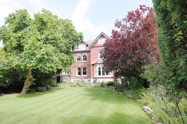2 Bedrooms Apartment Flat for sale in Grange Road, Meads, Eastbourne, BN21