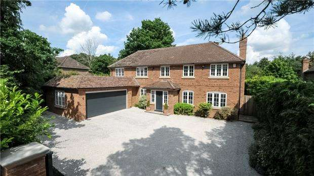 5 Bedrooms Detached House for sale in Nine Mile Ride, Finchampstead, Wokingham
