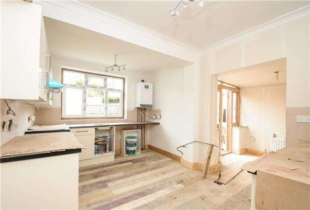 3 Bedrooms Detached House for sale in Hammond Avenue, Mitcham, Surrey, CR4