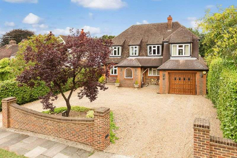 5 Bedrooms Detached House for sale in Beacon Way, Banstead