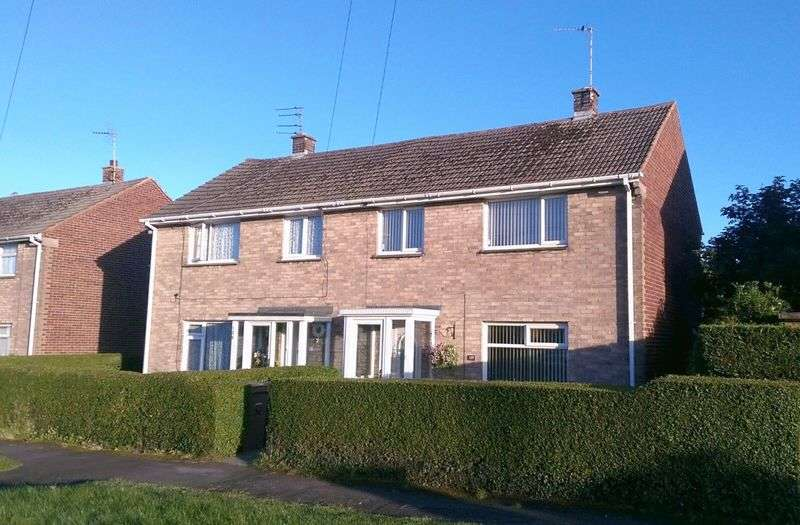 3 Bedrooms Semi Detached House for sale in Fishers Lane, Pensby
