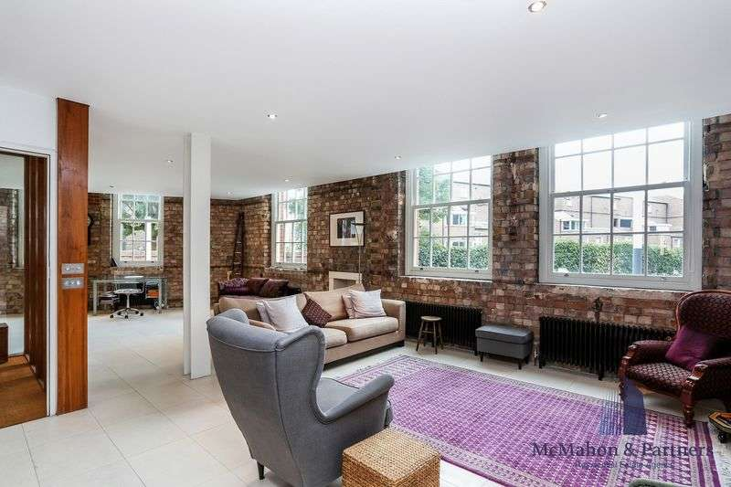 3 Bedrooms Flat for sale in Green Walk, London