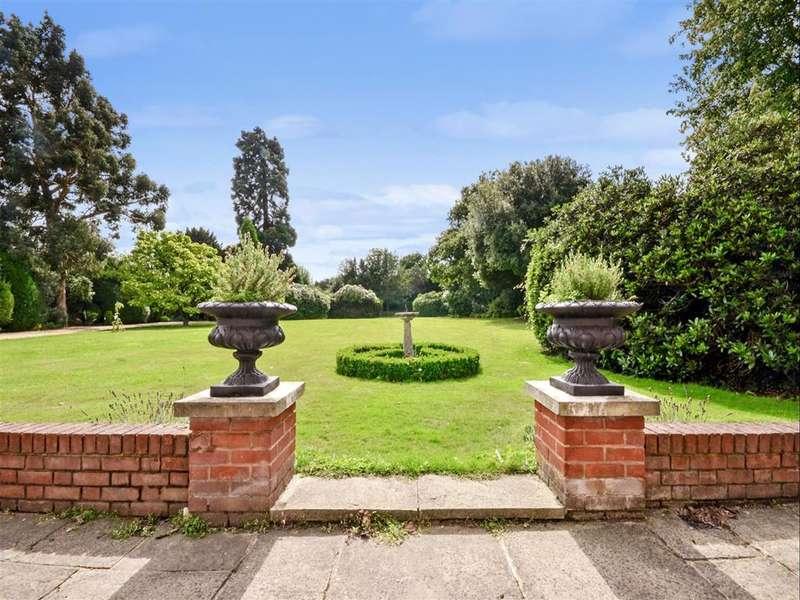 5 Bedrooms Detached House for sale in Laindon Common Road, Little Burstead, Billericay, Essex