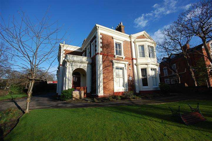 2 Bedrooms Apartment Flat for sale in Parkfield Road, Aigburth, Liverpool, L17