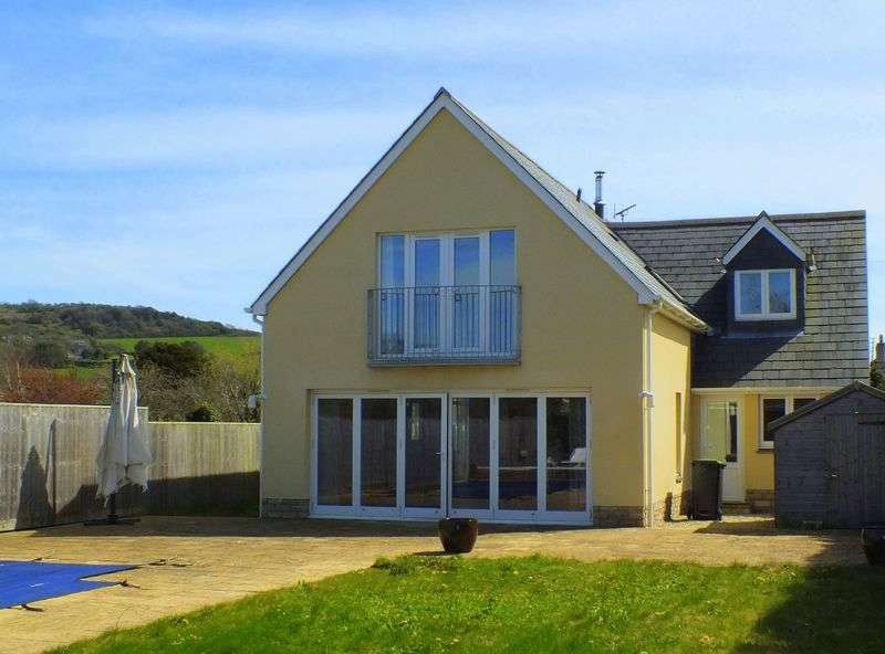 4 Bedrooms Detached House for sale in The Street, Charmouth DT6 6QE