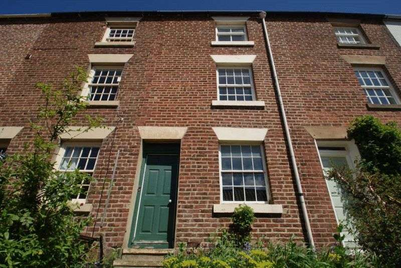 4 Bedrooms Terraced House for sale in The Esplanade Robin Hoods Bay YO22 4RS