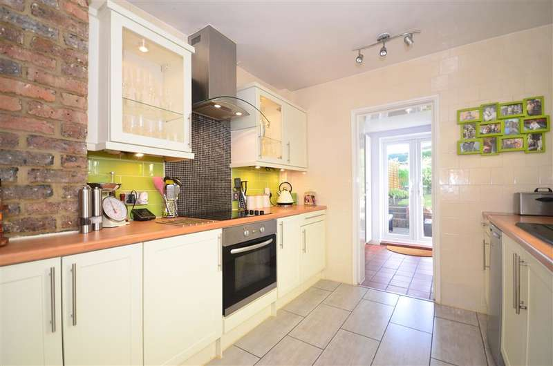 3 Bedrooms Terraced House for sale in Green Hedges Avenue, East Grinstead, West Sussex