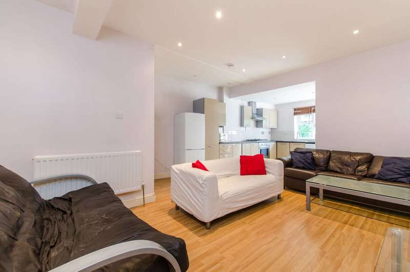 3 Bedrooms Flat for sale in Upper Tooting Park, Balham, SW17
