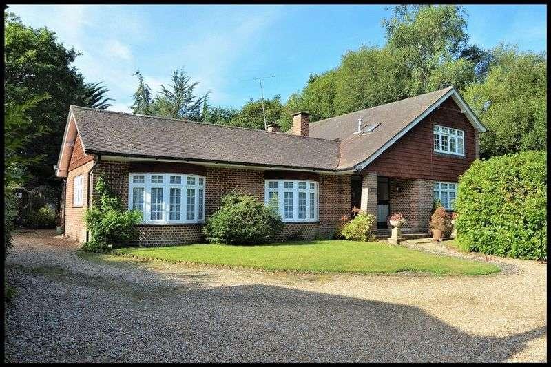 4 Bedrooms Detached House for sale in Bourne Lane, Woodlands