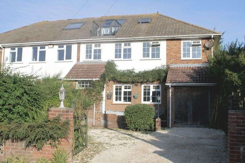 4 Bedrooms Semi Detached House for sale in St Margarets at Cliffe