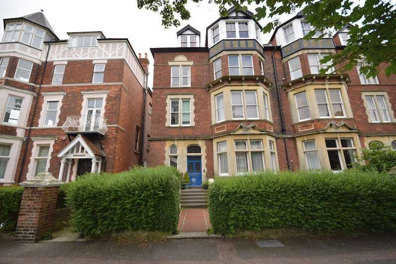 3 Bedrooms Flat for sale in Earls Avenue, Folkestone, Kent, CT20