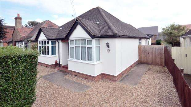 4 Bedrooms Detached Bungalow for sale in Alwyn Road, Maidenhead, Berkshire