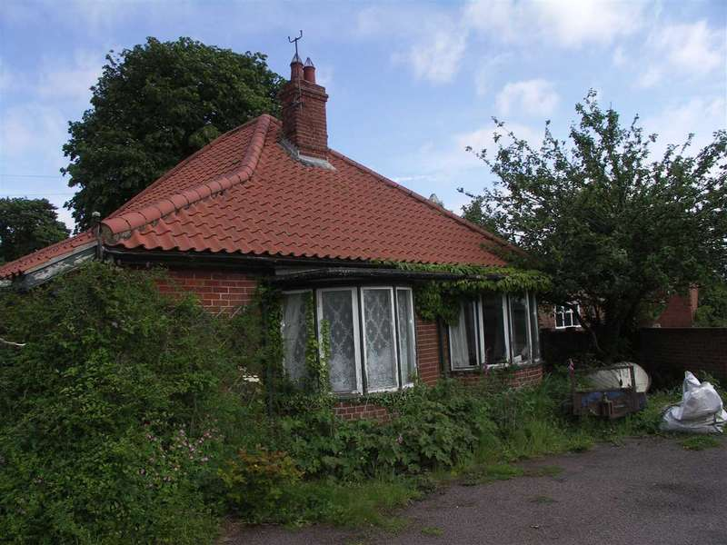 3 Bedrooms Bungalow for sale in Potter Heigham, Norwich, Norfolk, NR29