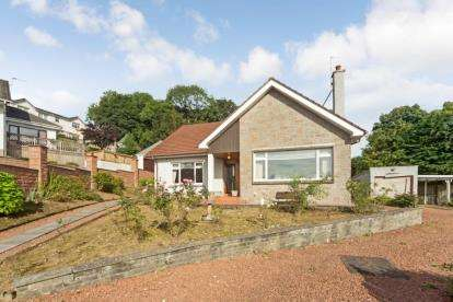 3 Bedrooms Bungalow for sale in Broompark Drive, Lesmahagow, Lanark, South Lanarkshire