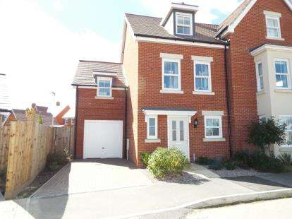 4 Bedrooms Semi Detached House for sale in Walker Mead, Biggleswade, Bedfordshire