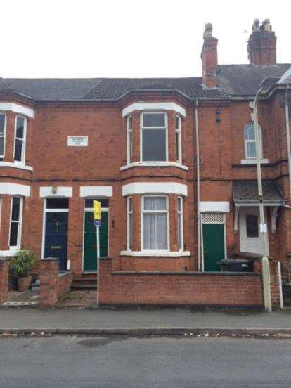 3 Bedrooms Terraced House for sale in Selbourne Street, Loughborough, Leicestershire