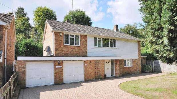 4 Bedrooms Detached House for sale in 11 Robin Lane, Sandhurst, Berkshire, GU47 9AU