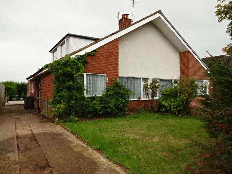 3 Bedrooms Semi Detached Bungalow for sale in Summer Road, Kidderminster DY11 7JS