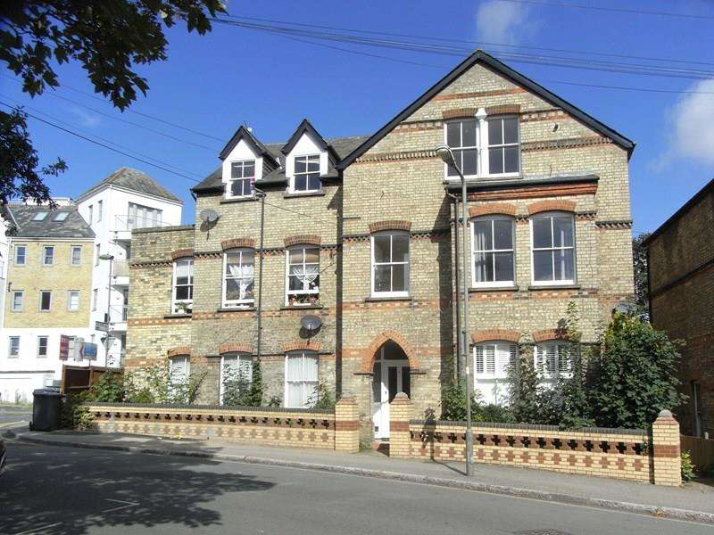 2 Bedrooms Flat for sale in Park Road, High Barnet